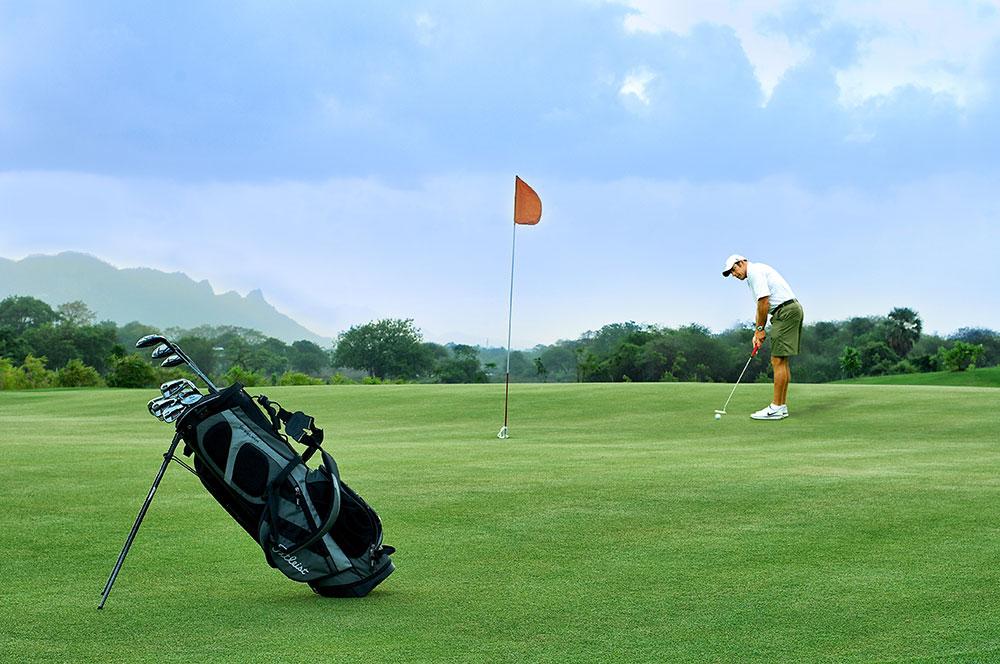 Plush 9-Hole Golf course